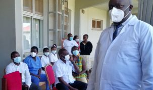 Dr Onyachi (R) while discharging patients who had recovered from COVID-19 last month. PHOTO/ MALIK FAHAD JJINGO